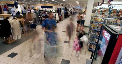 Istat: le famiglie spendono di più, ma mai quanto il 2011